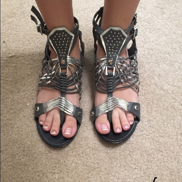 7bdf215846cc BAMBOO Shoes - Sz 8.5 Grey   Silver Weaved Gladiator Sandals